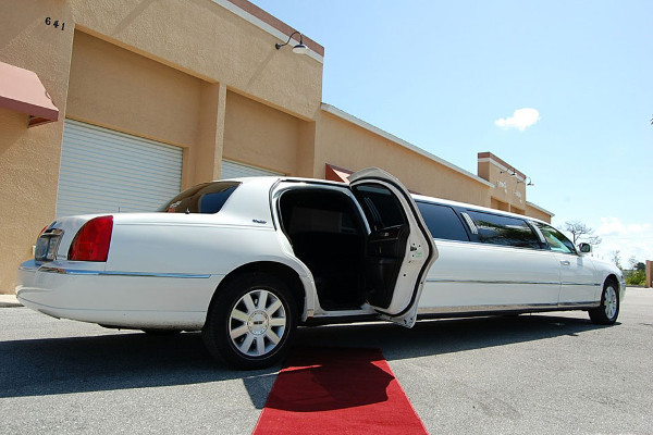 Lincoln stretch limo Seattle